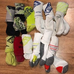 12 Prs Socks. Youth M. 9 Nike & 3 Others. Some NEW